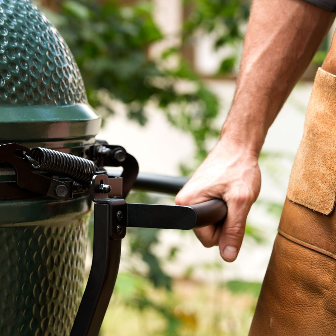 Big Green Egg grill lid opening